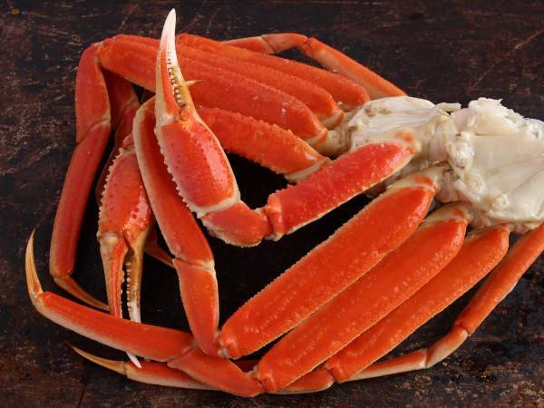 Cooked snow crab clusters