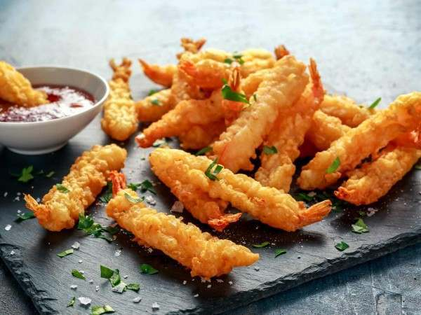 Tempura king prawns and dipping sauce