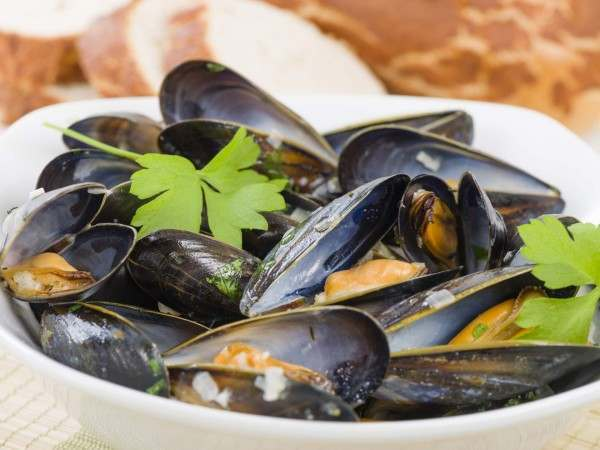 Whole mussels with parsley