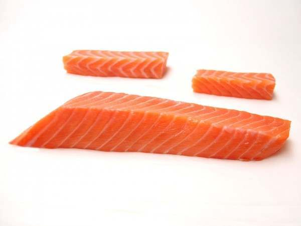 Different size cuts of sake back salmon sashimi