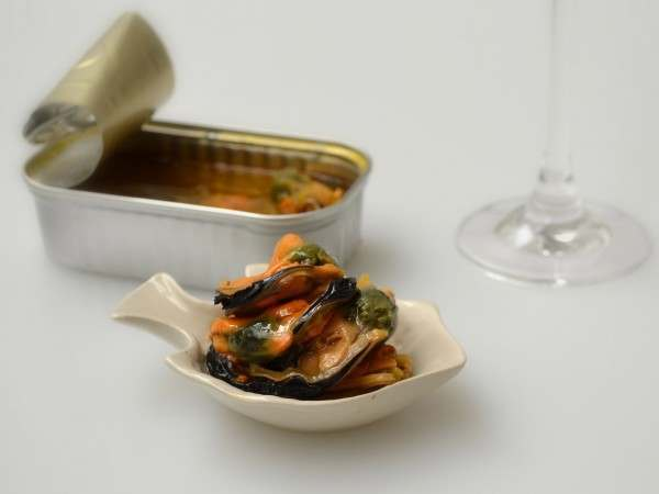 Tinned mussels in a pickled leek sauce