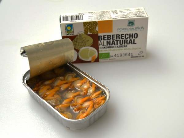 Shelled cockles in a tin