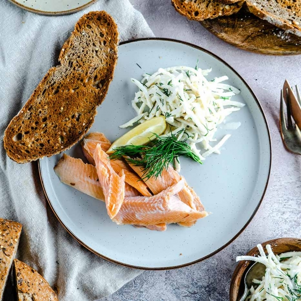 Smoked-trout-and-celeriac-crackers-5_websize
