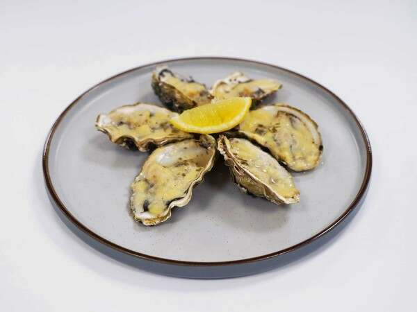 Half shell oysters with white wine