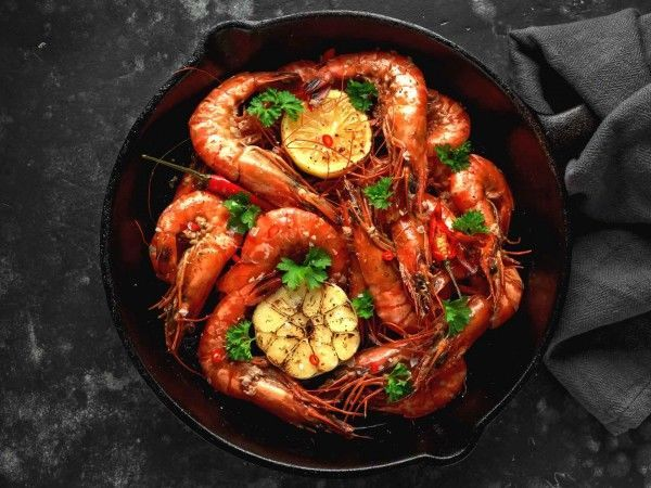 Whole wild king prawns