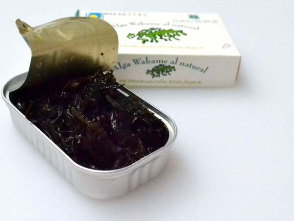 Wakame in the tin in brine