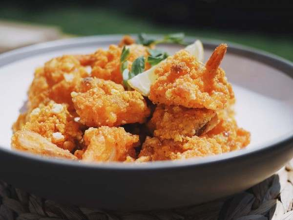 t's a butterflied prawn with a squeeze of mango chilli jam then coated in a quality breadcrumb.