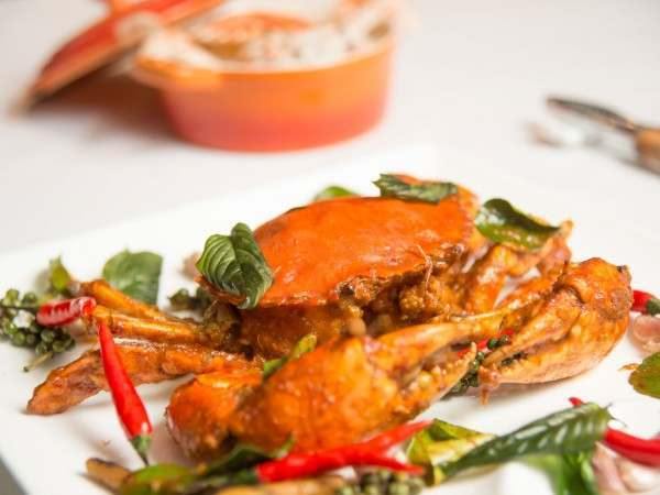 Whole fried soft shell crabs with herbs and chilli