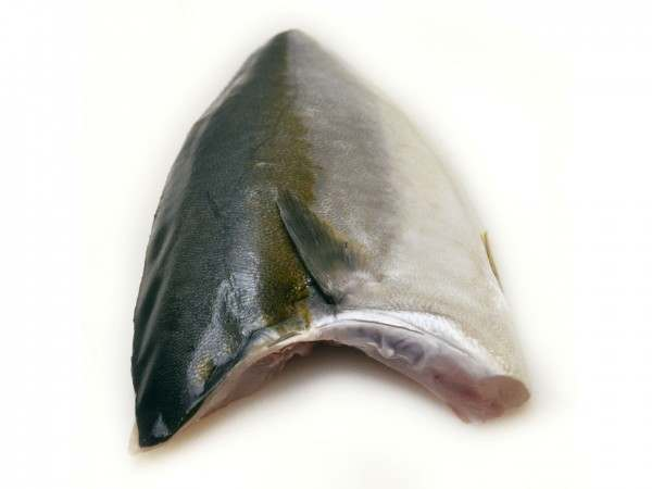 Whole hamachi yellowtail kingfish fillet